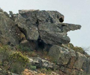 Tête en pierre Corse